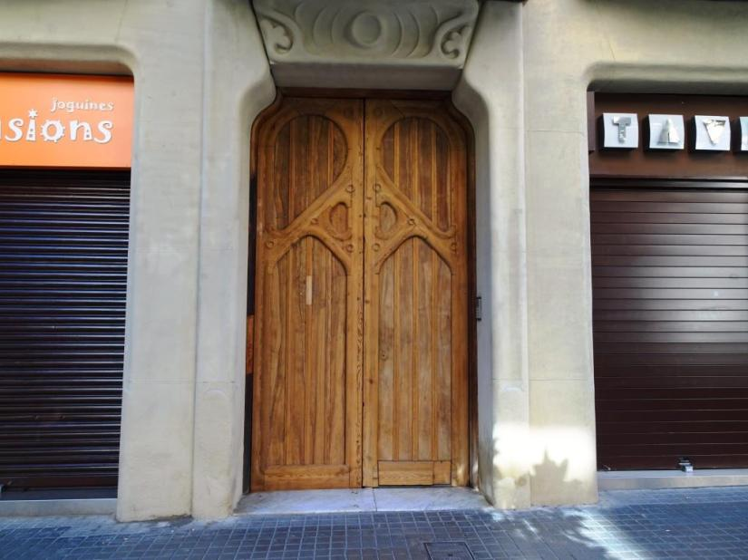 Barcelona door, Thursday doors