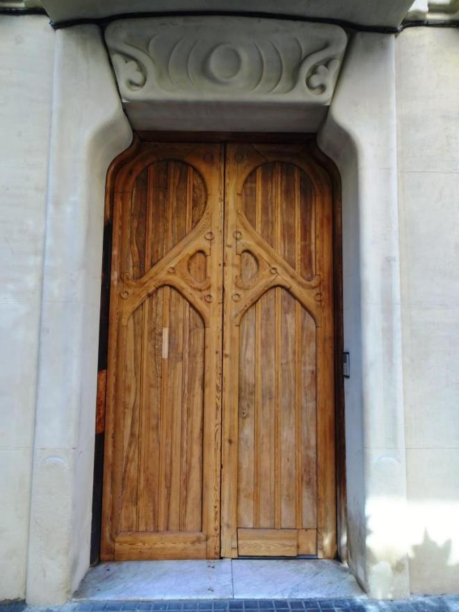 Barcelona door, Thursday doors
