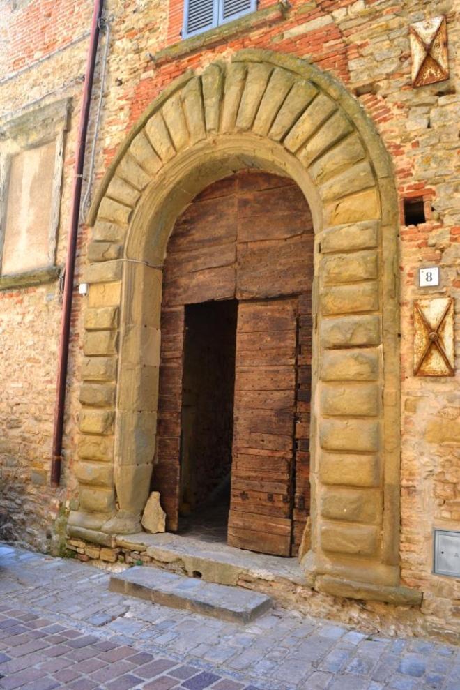 Door, Monte Santa Maria Tiberina, Umbria, August 2018