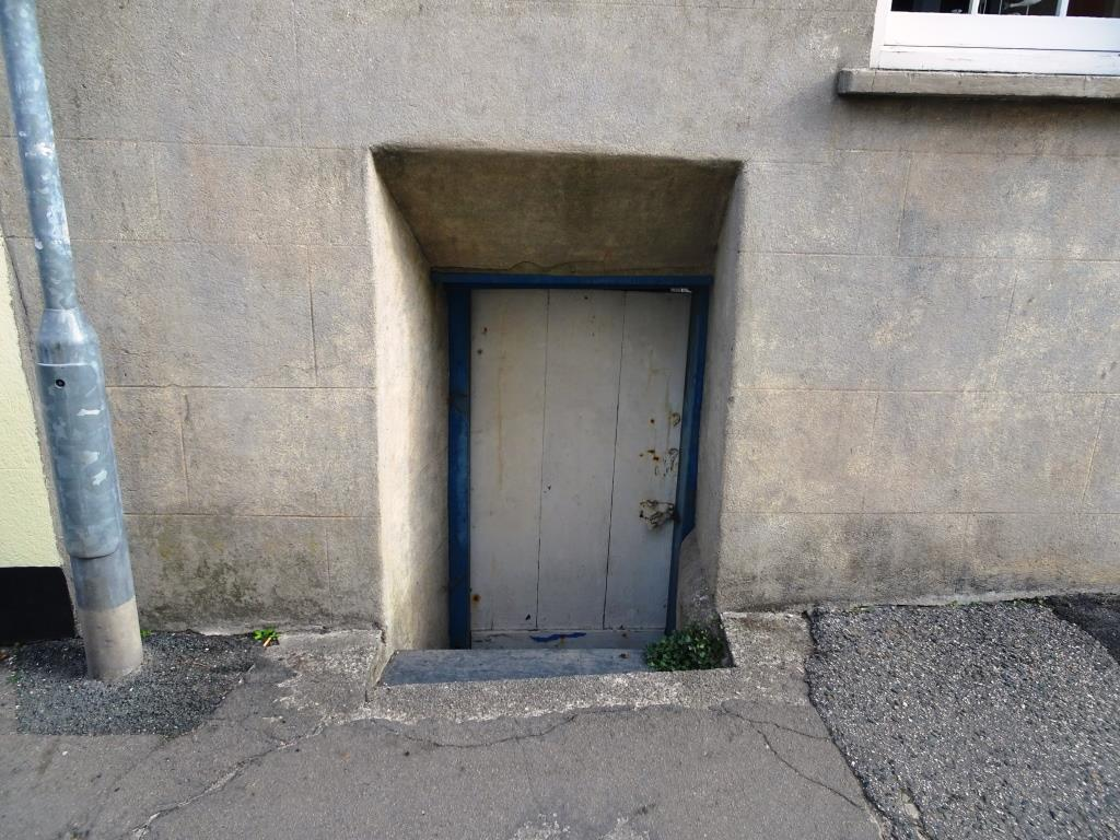 Basement door and thick walls, Fowey, Cornwall, September 2018