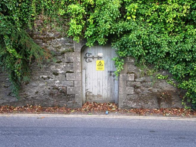 Dangerous secret door, Fowey, Cornwall, September 2018