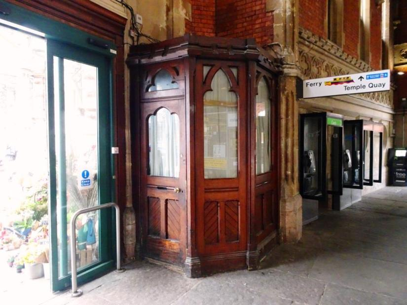 Small wooden kiosk, Temple Meads Station, Bristol