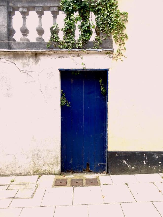 Charming blue door, Dorchester, June 2019
