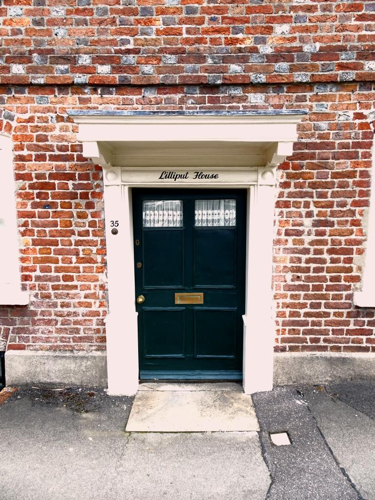 This dwelling is appropriately named 'Lilliput House', the door was about 5ft 6 and I would have struggled to get in. Dorchester, June 2019