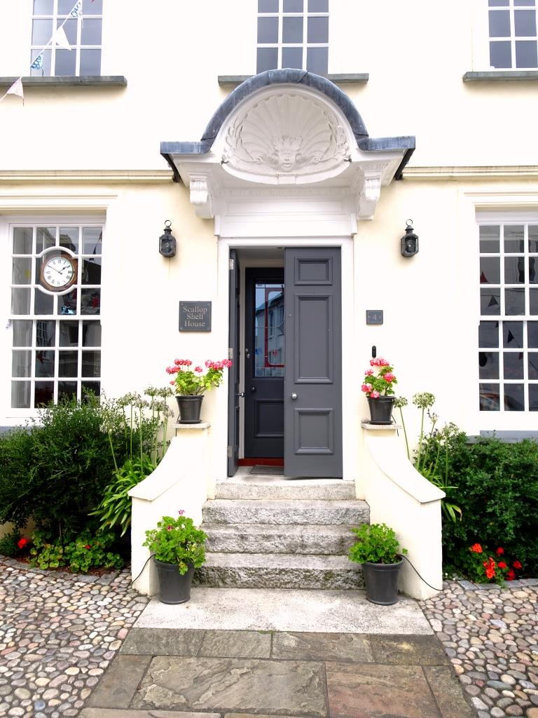 Grand door with a scalloped portico, Fowey, Cornwall, September 2019