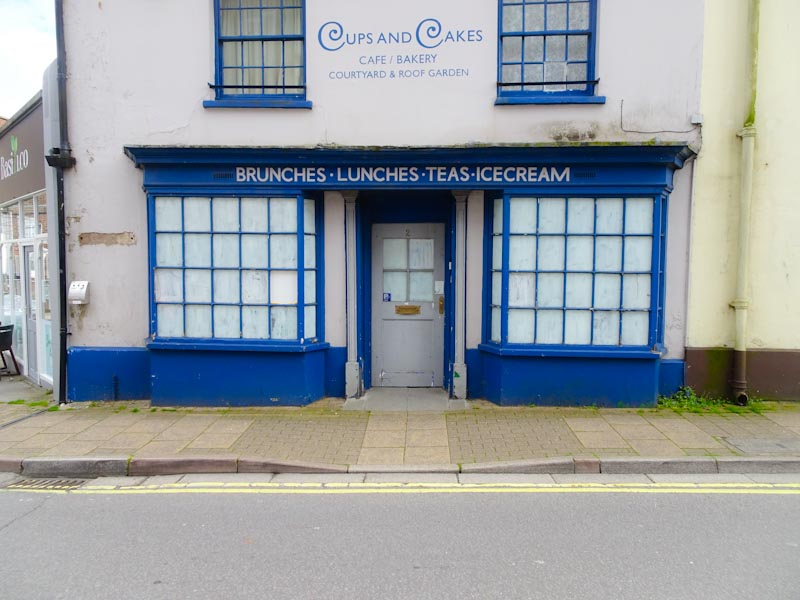 Shop front - no longer in business, Dorchester, June 2019