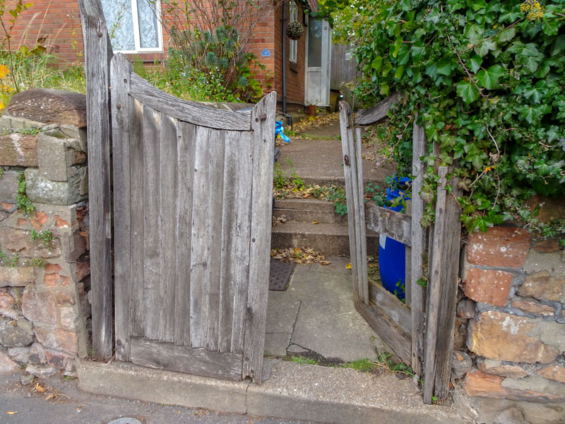 A rather forlorn gate, Bristol, October 2020