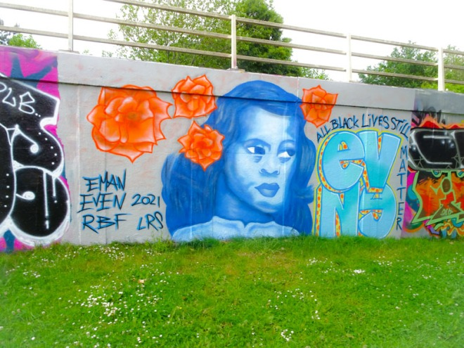 Evey and Eman, M32 roundabout, Bristol, June 2021