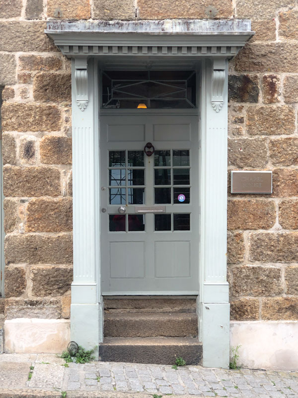 Another stunning door slightly set back, Penzance, Cornwall, August 2021
